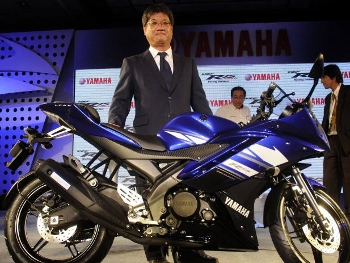 Hiroyuki Suzuki na apresentação da Yamaha R15 na India