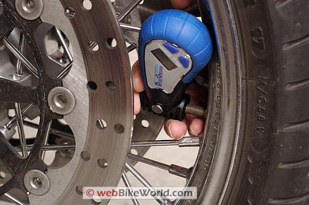 Dicas de calibragem para o pneu da sua moto