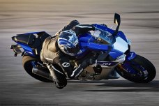 2015-Yamaha-YZF-R1-19