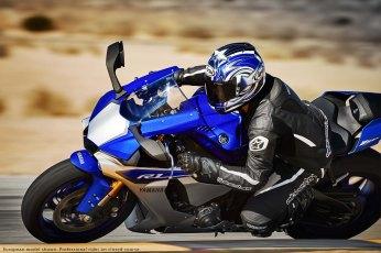 2015-Yamaha-YZF-R1-29