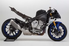 2015-Yamaha-YZF-R1-43