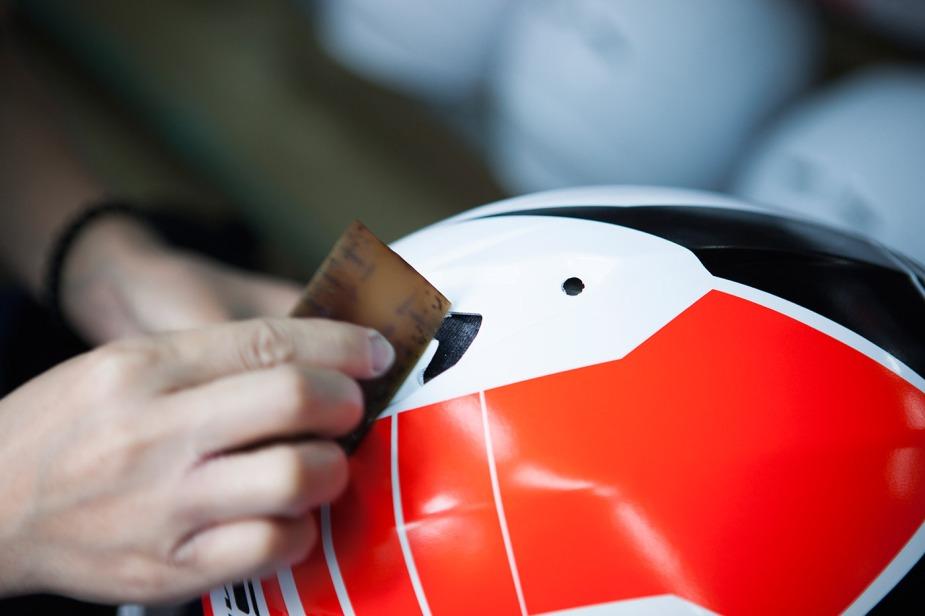 Foto: Capacete LS2 fabricação em detalhes