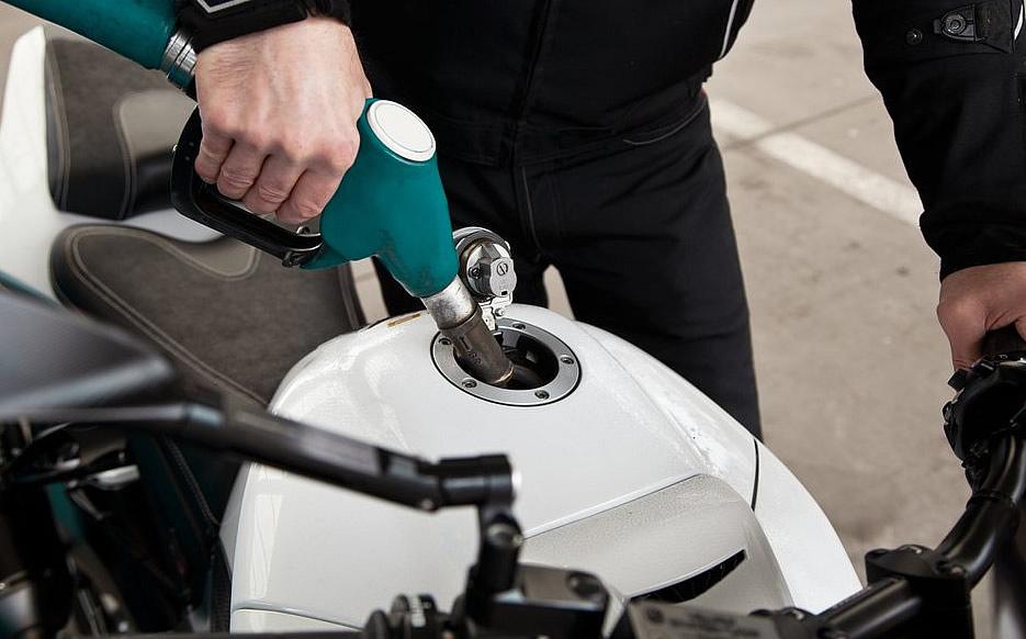 10 dicas para para economizar a gasolina da sua moto